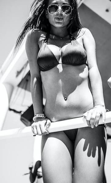 Красивые девушки с пляжей Хорватии