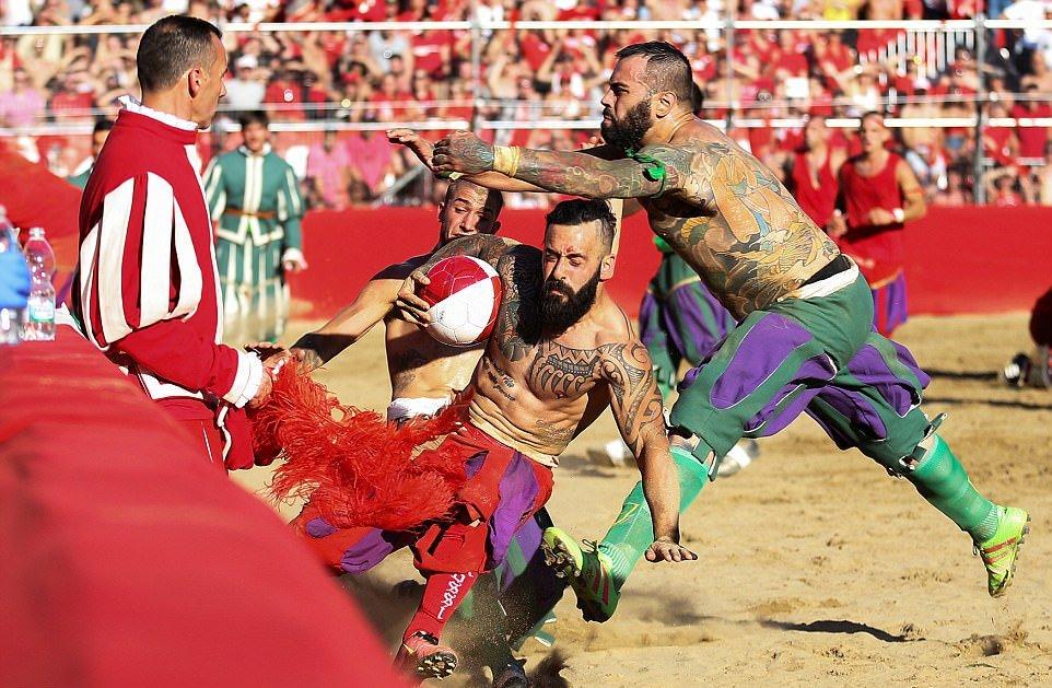 Calcio Storico Fiorentino — настоящий футбол
