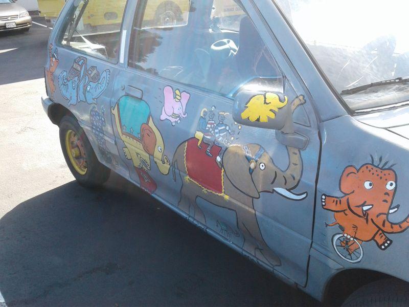 Необычный автомобиль яростного фаната слоников