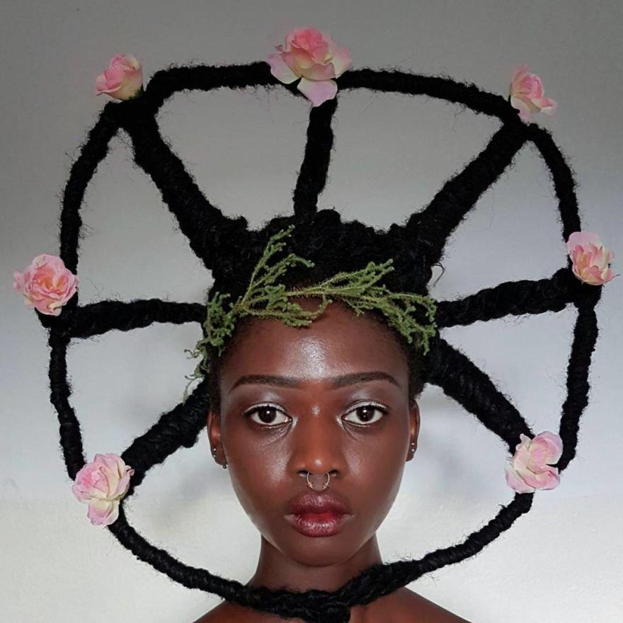Африканская художница создает арт из волос