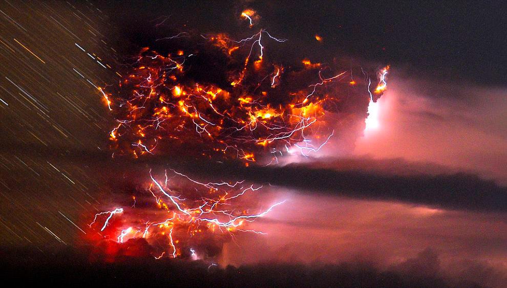 Грязные грозы: молнии во время извержения вулкана