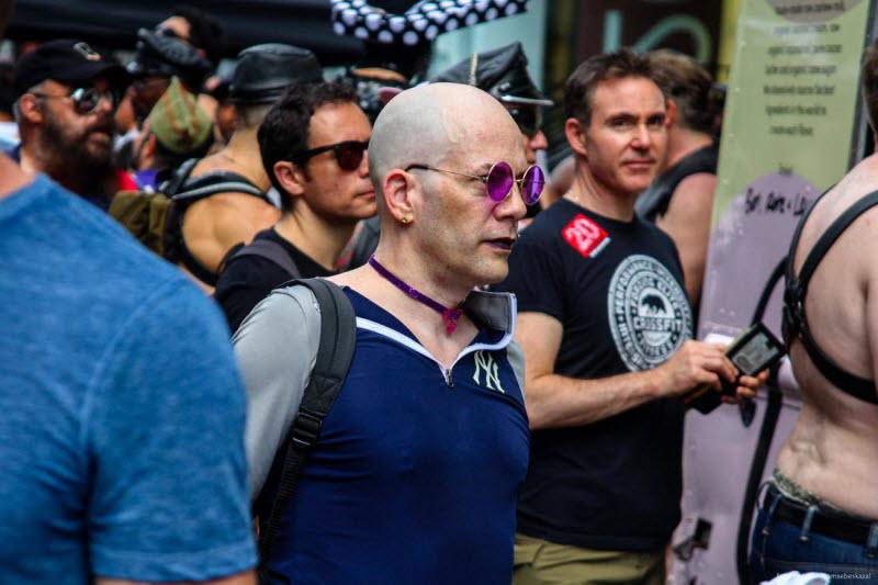 Фестиваль Фолсом-Стрит-Ист ограждают от туристов высокой стеной