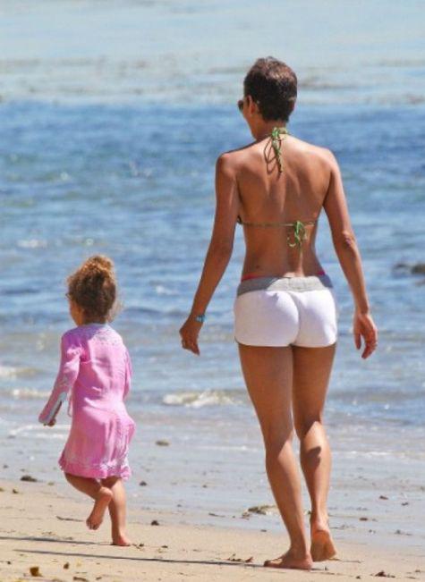 Немолодые звезды, которым не стыдно раздеться на пляже
