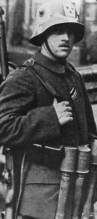 Рогатые каски немецких солдат