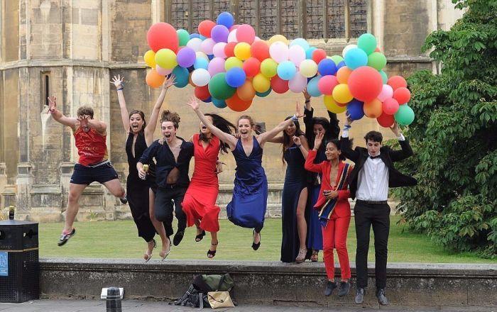Студенты отметили окончание сессии в Кембриджском университете