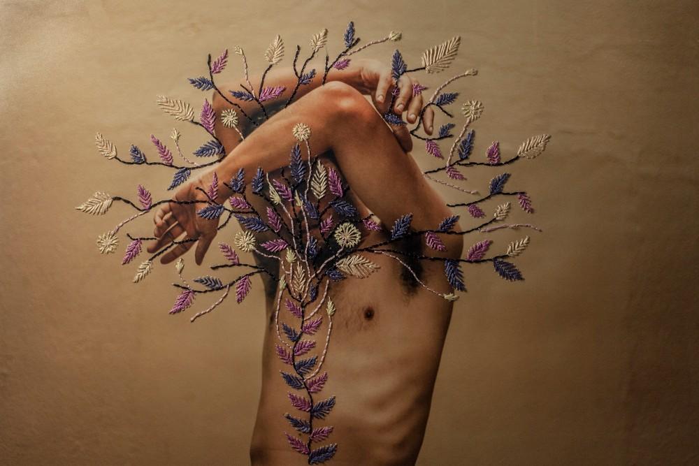 Бразильский художник совмещает фотографии с кружевной вышивкой