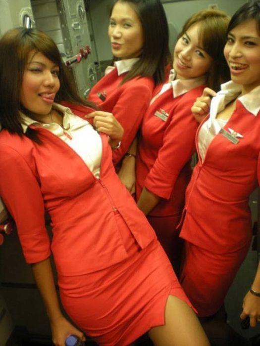 Симпатичные стюардессы