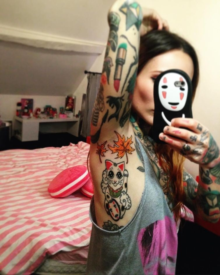 Татуировки под мышками: тату-тренд инстаграма