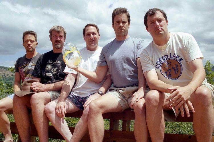 Эти друзья воссоздают одну и ту же фотографию вот уже 35 лет