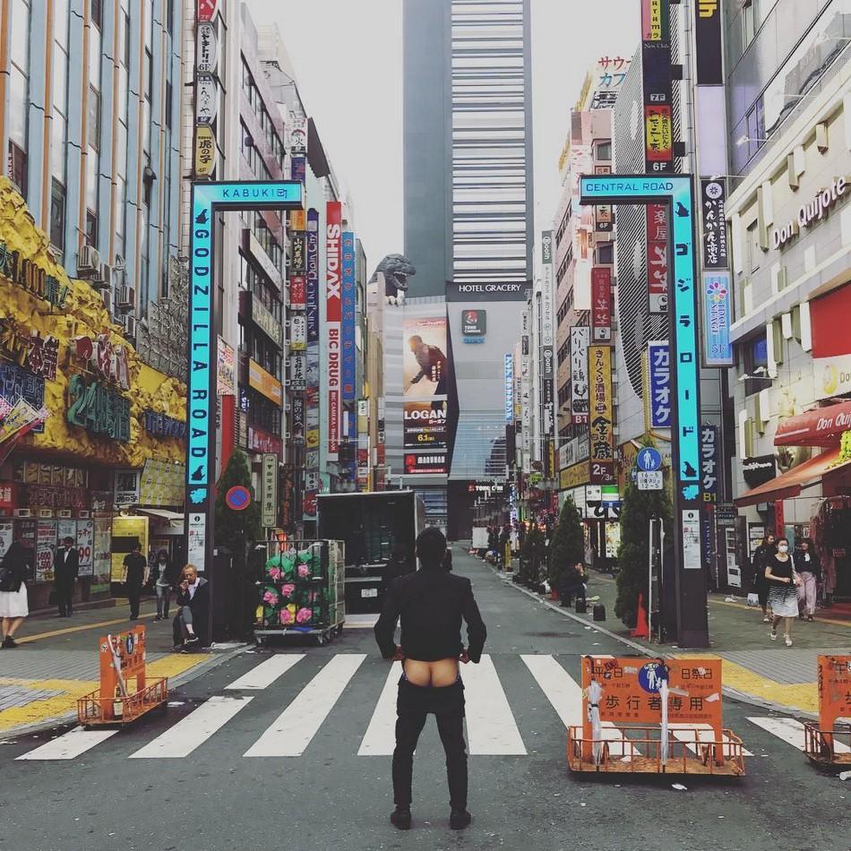 Голозадые путешественники набирают популярность в Instagram