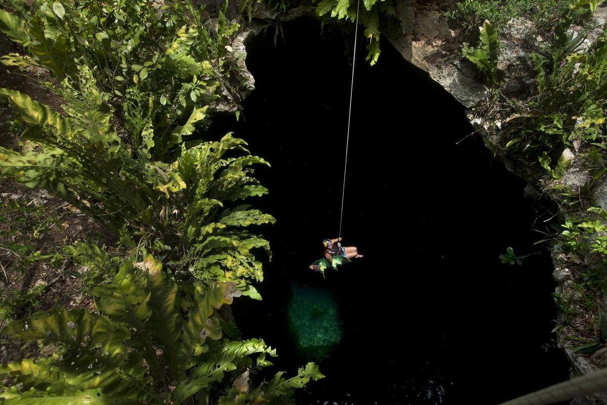 Невероятный вейкбординг в подземных пещерах