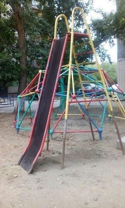 Странные детские площадки