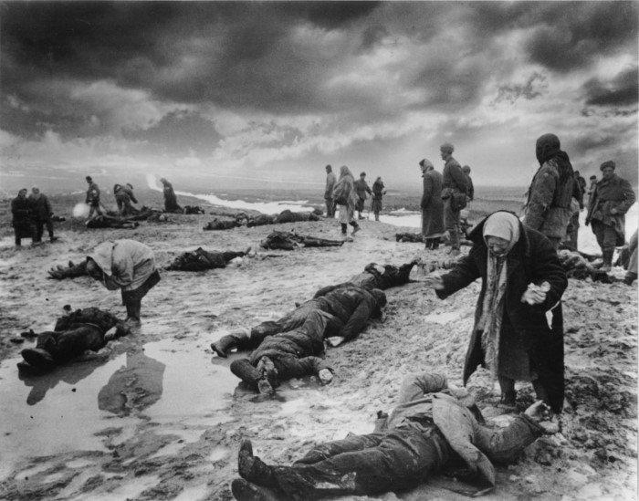 25 сильных исторических фотографий, от которых сжимается сердце