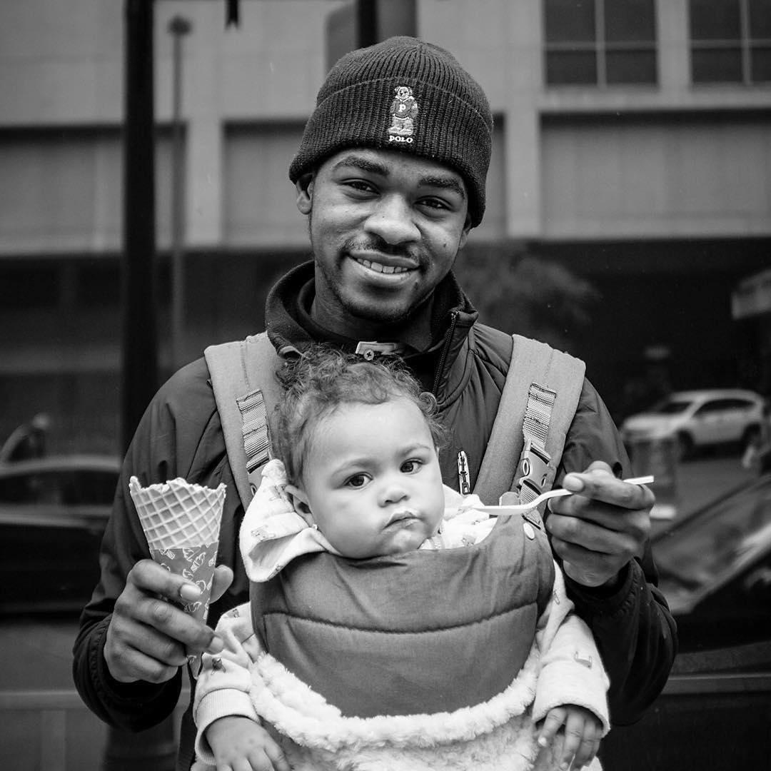 Трогательные фото отцов с маленькими детьми