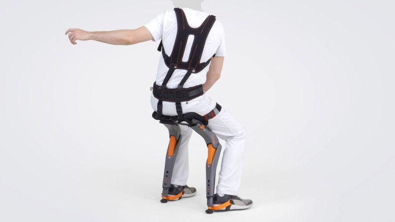 Экзоскелет-стул для людей, работающих на ногах