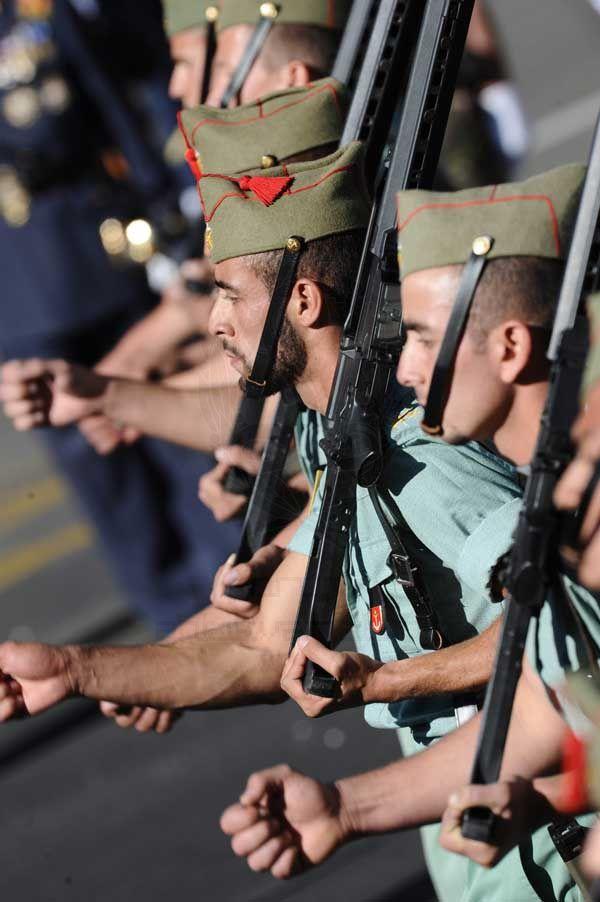 Парадная форма испанских легионеров отлично подойдет стриптизерам