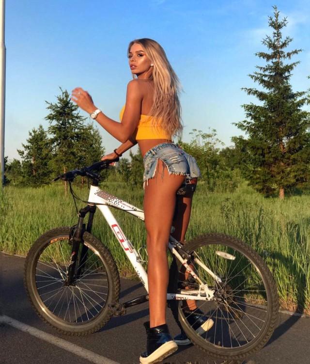 Красивые девушки и активный отдых