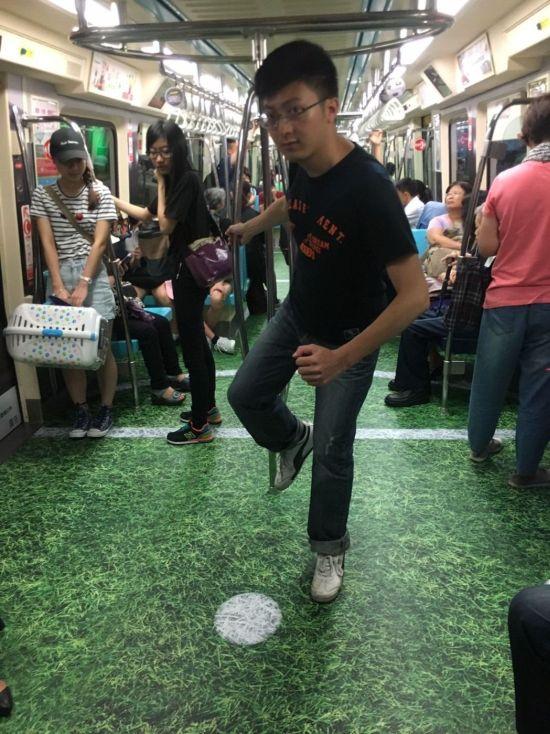 Спортивные вагоны в тайваньском метро