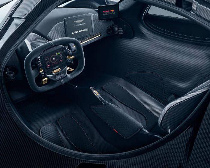Aston Martin представил серийную версию гиперкара Valkyrie