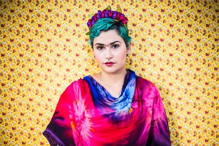 Бразильский фотограф превращает всех кого снимает в Фриду Кало
