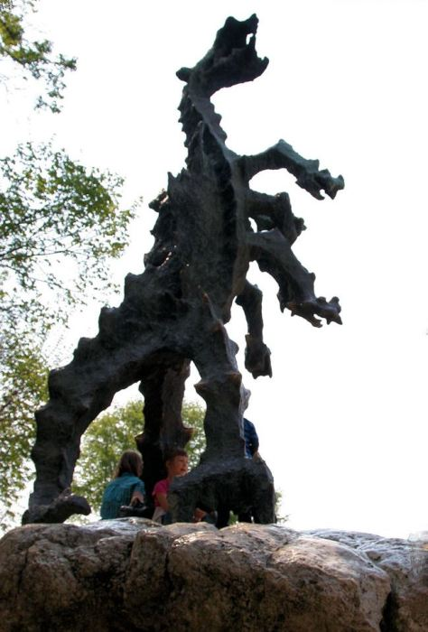 Где можно увидеть средневековых драконов в наши дни