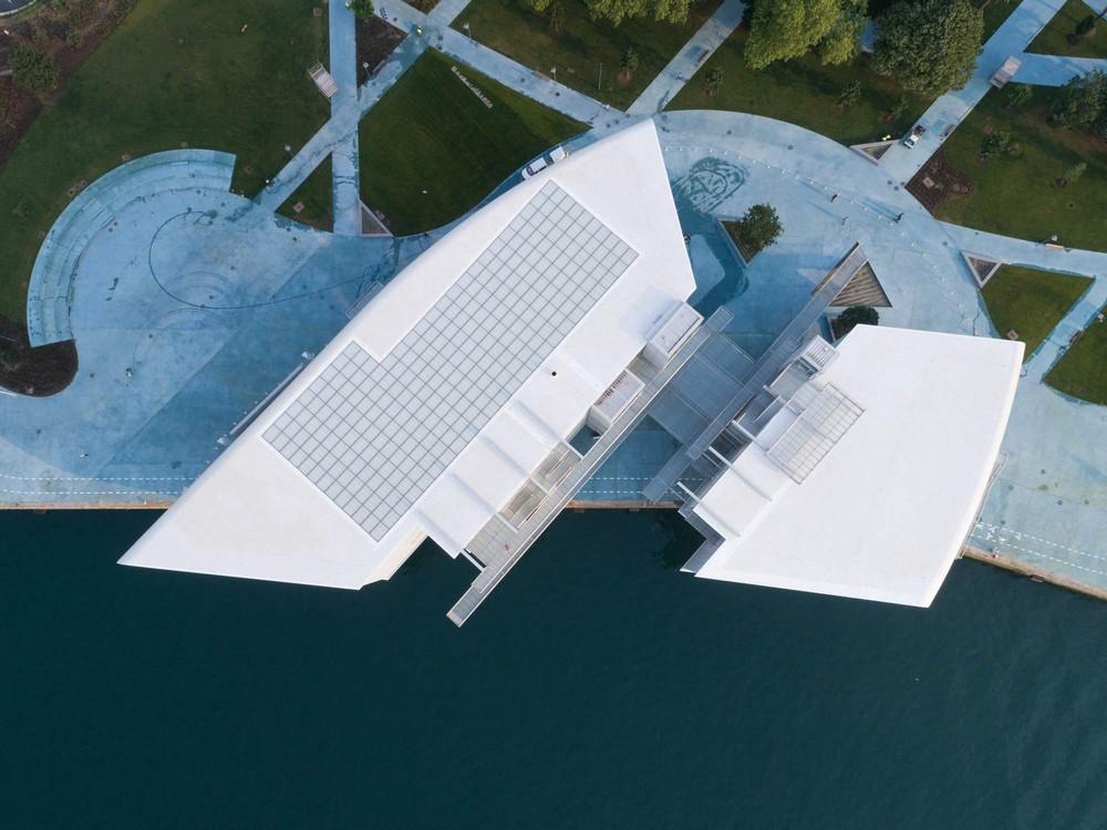 Комплекс Centro Botin на набережной в Испании