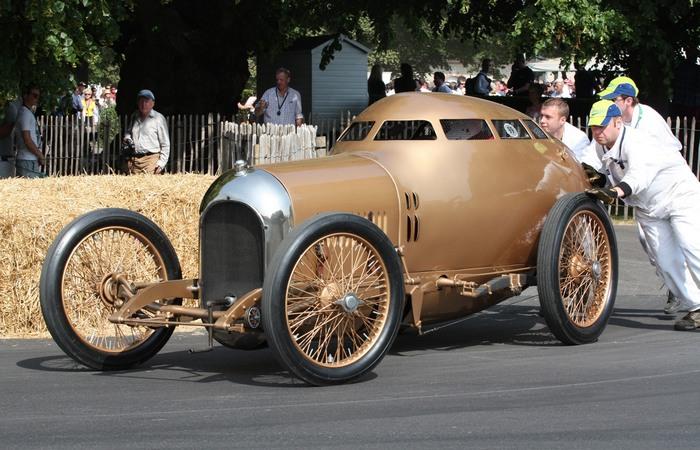 Золотая субмарина: ретро-автомобиль, опередивший время