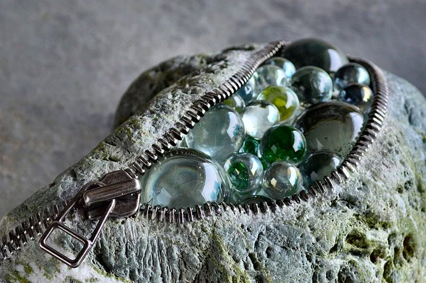 Камни с неожиданным содержимым от Хиротоси Ито