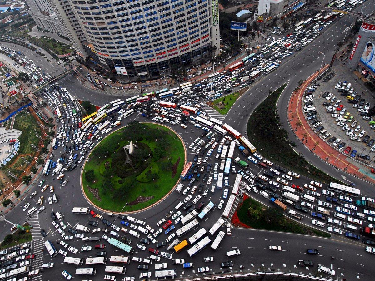 Огромные автомобильные пробки мегаполисов