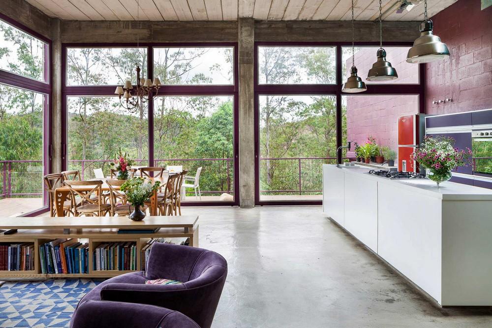 Загородный дом-дерево на склоне в Бразилии