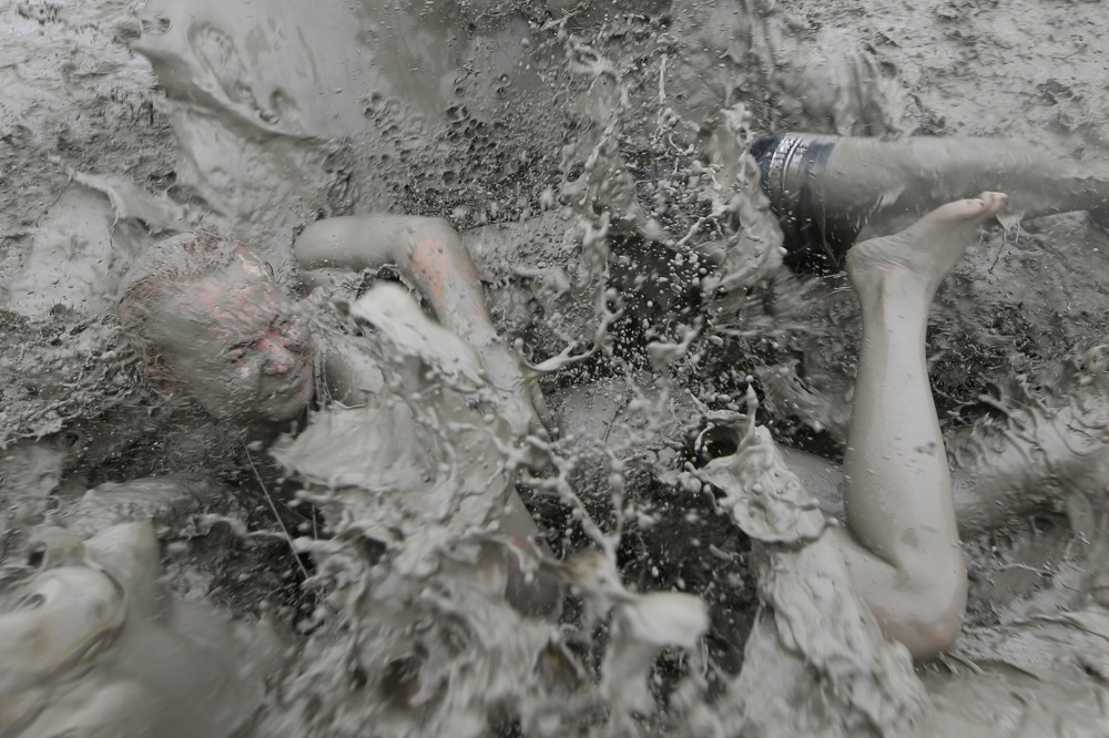 Фестиваль грязи в городе Порён