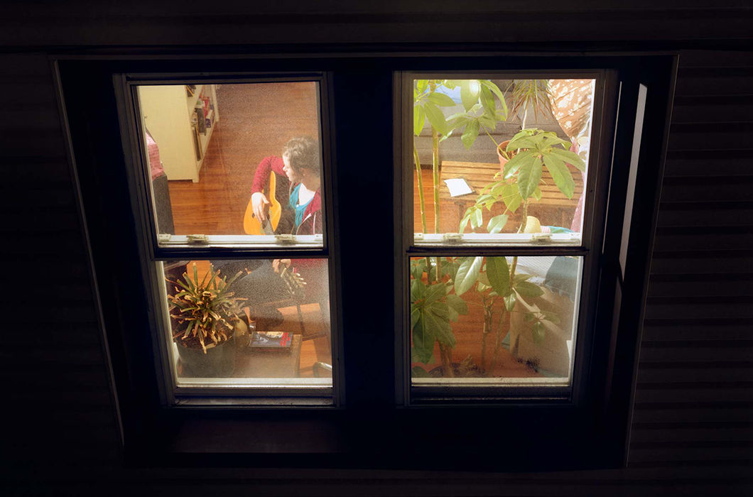 Подсмотрел в окно напротив, старая сосет личные фото