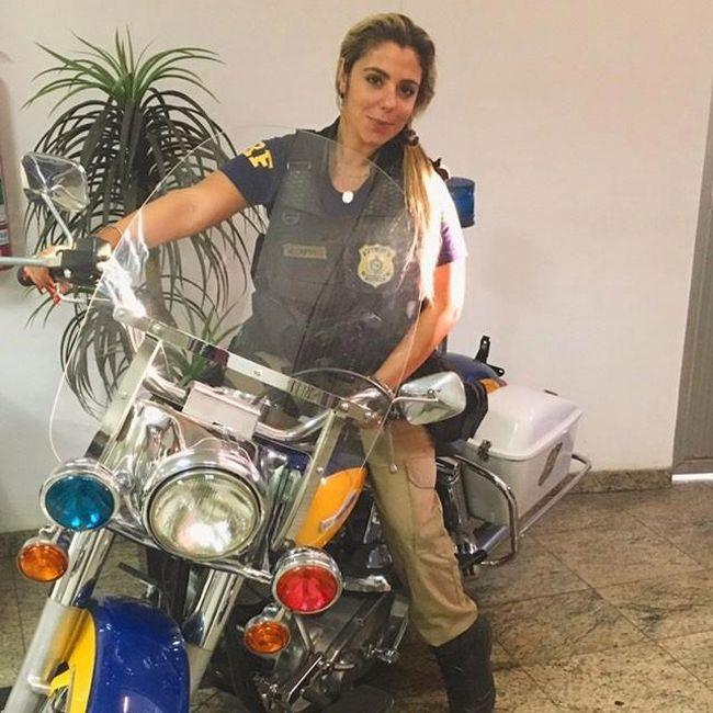 Мари Аг - одна из самых красивых женщин-полицейских Бразилии