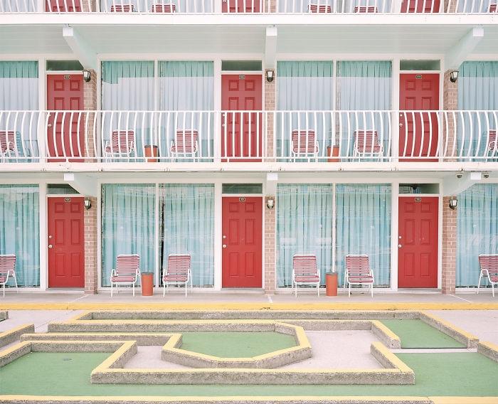 """17 реальных мест, которые выглядят как кадры из фильма Отель """"Гранд Будапешт"""""""