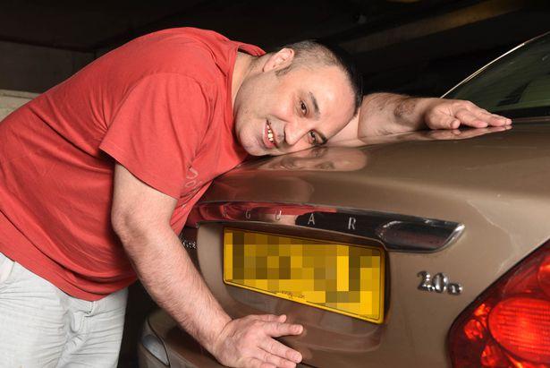 Британец искренне любит свой золотистый X-Type Jaguar