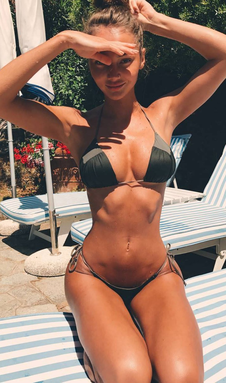 Красивые девушки в купальниках и нижнем белье