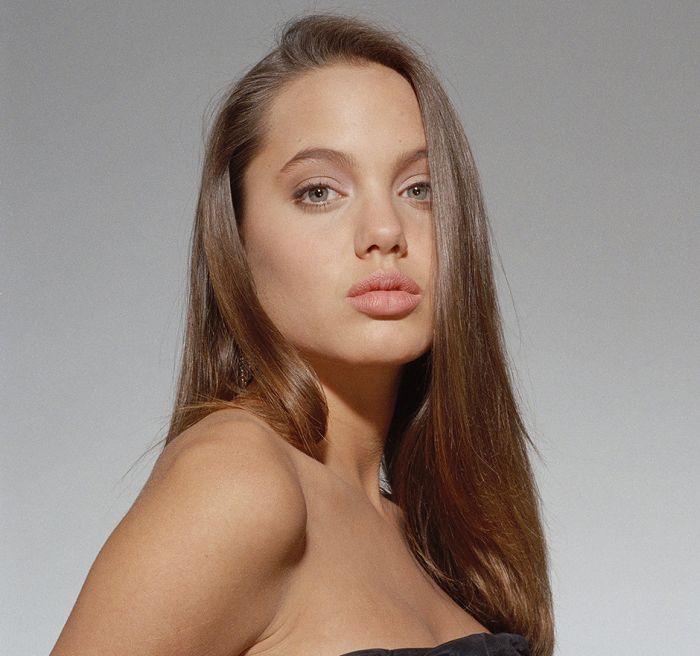 Красивые знаменитые женщины в юности