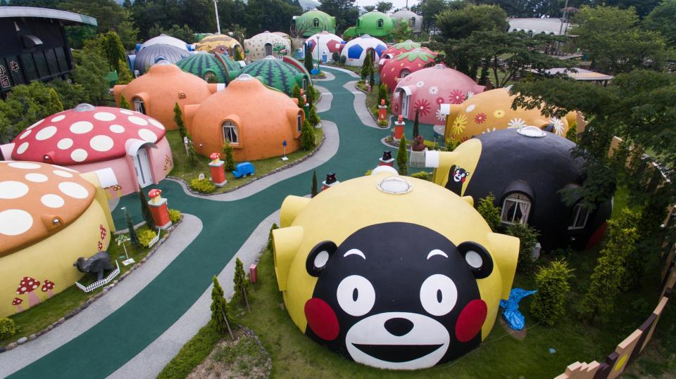 Тематический курорт с причудливыми домиками в Японии