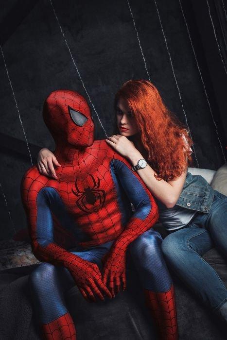 Косплей на Человека-паука и его женщин