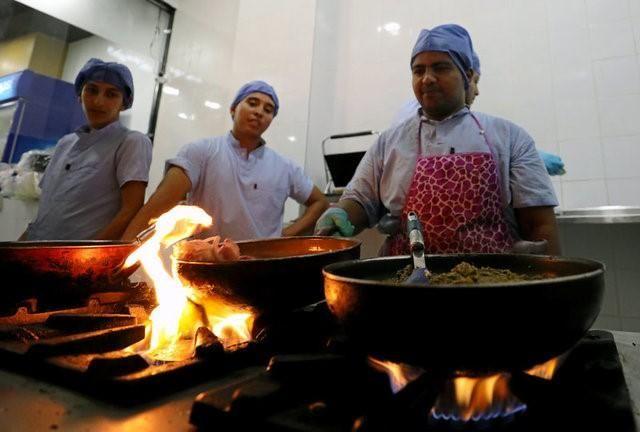 Египетский ресторан, оформленный в стиле операционной