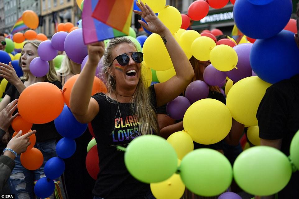 Геи шагают по Европе