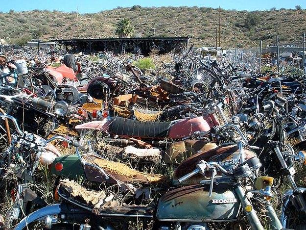 Кладбище старых мотоциклов в США