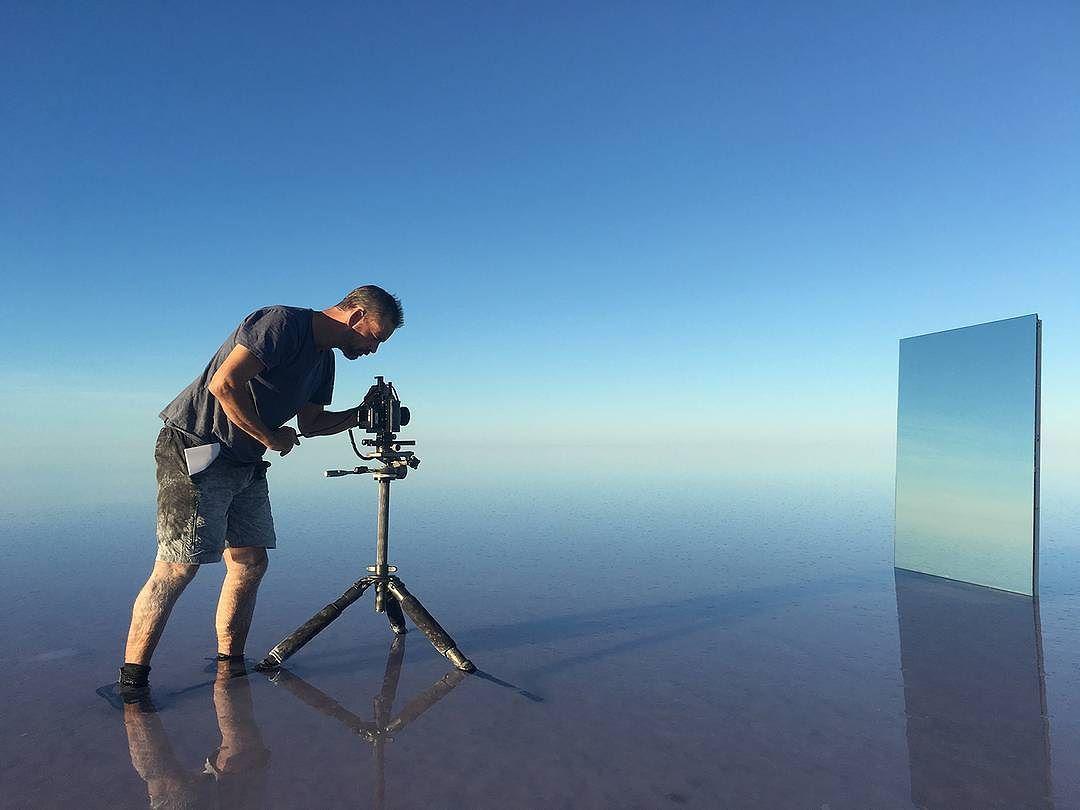 Сюрреалистические зеркальные пейзажи озер
