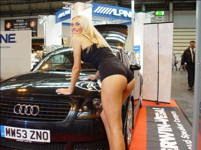 Красивые девушки с автовыставок