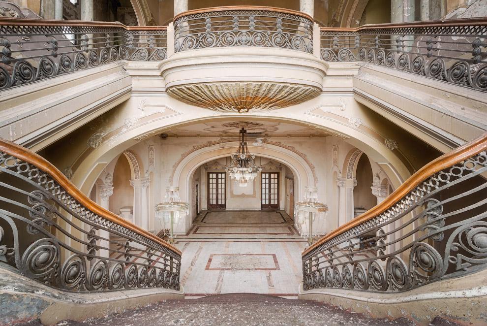 Завораживающий дизайн старинных лестниц в Европе
