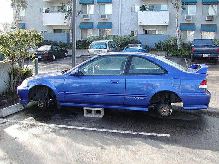 Автомобили на кирпичах