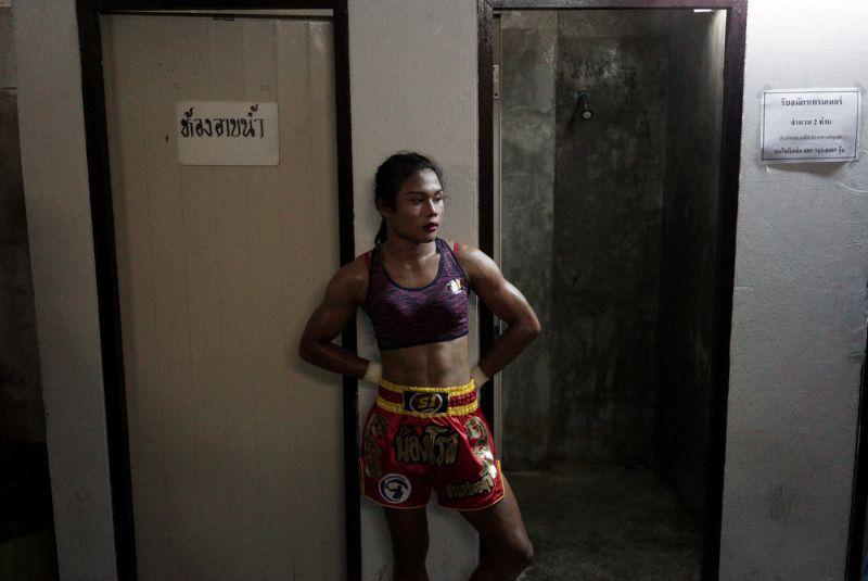 Боец муай тай стал женщиной, но продолжает драться против мужиков