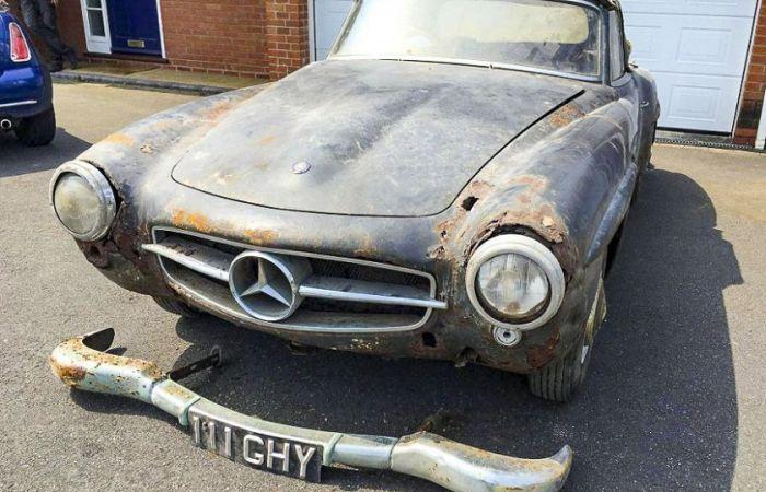 Mercedes 190 SL 1960 года выпуска пылился в гараже 30 лет