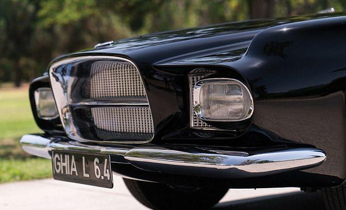 Винтажный итальянский автомобиль Carrozzeria Ghia