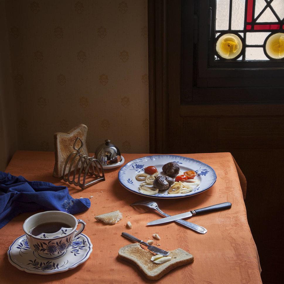 Фотограф воссоздает пиры из известных литературных произведений